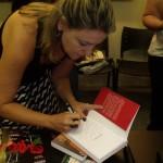 Autografando para o querido Rodrigo Mendes